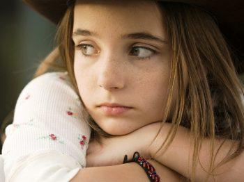 """Όταν ένα παιδί λέει δεν με νοιάζει, εννοεί """"δεν νιώθω να νοιάζεται κανείς για μένα"""""""