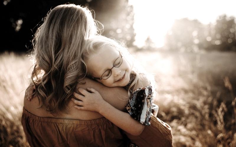 Αγαπημένη μου κόρη δεν μπορώ να είμαι φίλη σου όταν πρέπει να σου βάζω όρια