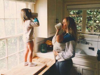 """Μαμά στο σπίτι - βαρέθηκα να με ρωτάτε """"μα τι κάνεις όλη μέρα;"""""""