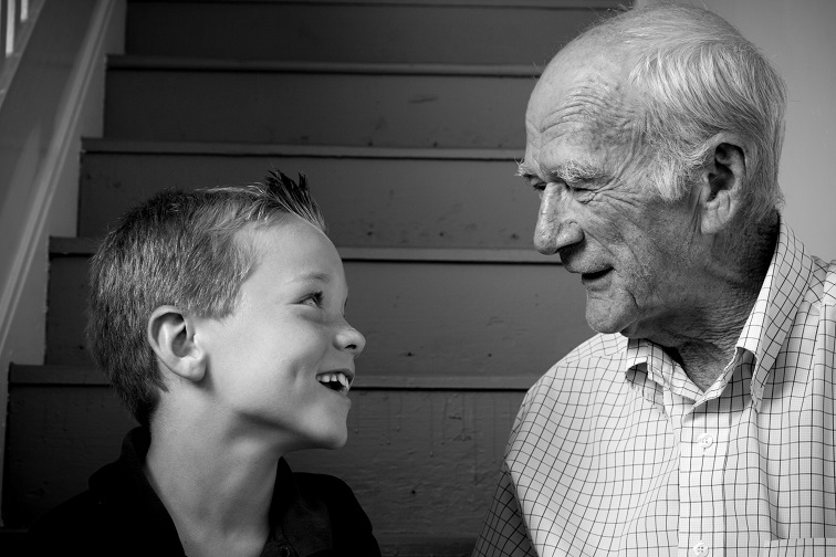 Πώς να εκπαιδεύσεις τους παππούδες για να μη σου ... «χαλάσουν» το παιδί