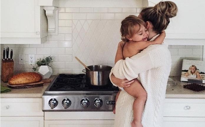 """""""Πάλι δεν μαγείρεψες του άντρα σου;"""" - τα """"βαρίδια"""" μιας άλλης γενιάς"""