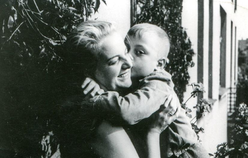 Οι μάνες θέλουν να είμαστε καλοί, για να μας αγαπήσει κάποιος, όταν εκείνες φύγουν