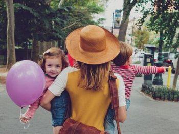 10 χρόνια μαμά - το να είσαι μητέρα είναι σαν να παίζεις διά βίου σε action movie