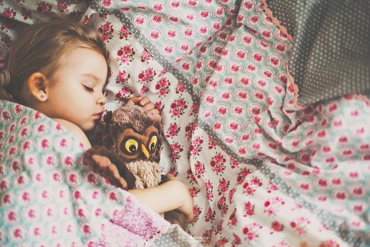 Να φιλάς τα παιδιά σου τα βράδια - ακόμα κι αν κοιμούνται