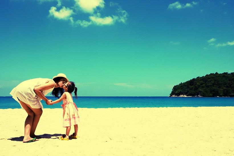 Στην παραλία πριν κάνεις παιδιά και αφού γίνεις μαμά: Βρες τις 5 διαφορές