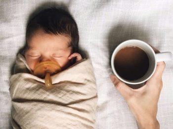 Πώς επηρεάζει η στέρηση του ύπνου τις νέες μαμάδες;