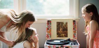 να τραγουδάτε μαζί με τα παιδιά σας