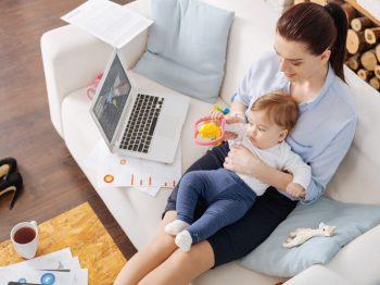 Επιστροφή στη δουλειά μετά το μωρό - πως είναι να αφήνεις τη μισή σου καρδιά στο σπίτι