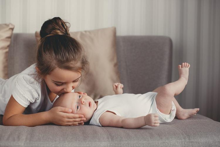 10 θαύματα που κάνουν τα δεύτερα παιδιά 4b2a894a592