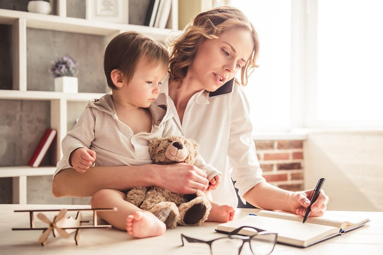 Εργαζόμενες μητέρες