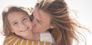 Αγκαλιάζετε τα παιδιά σας