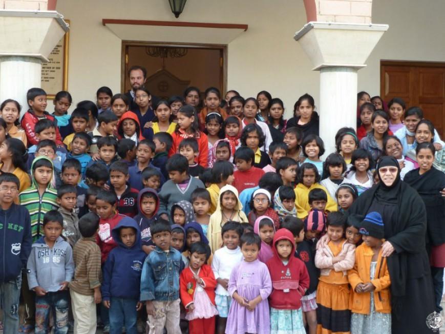Μια Ελληνίδα μοναχή στην Ινδία σώζει παιδιά του δρόμου