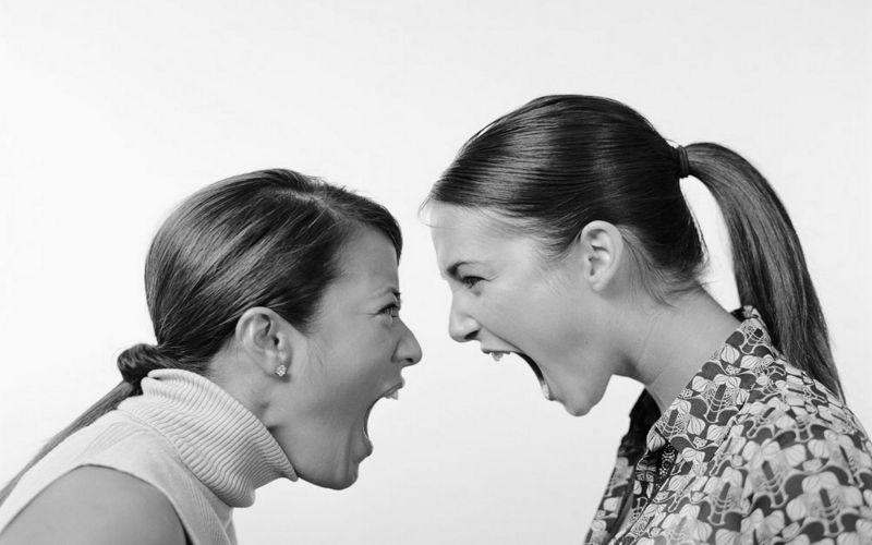 Μαμάδες που σφάζονται στα μαμαδογκρούπ - αυτό θέλουμε να είμαστε;