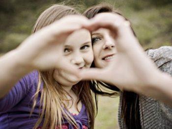 10 πράγματα που ΔΕΝ κάνουν οι χαρούμενοι γονείς - και διδάσκουν στα παιδιά τους να μην κάνουν