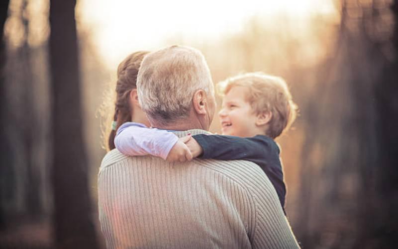 899b1a957ea Γονείς VS παππούδες – Οι βασικές διαφορές συμπεριφοράς απέναντι στο παιδί