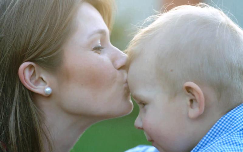 """Τα 10 χαρακτηριστικά μιας """"ισορροπημένης"""" γυναίκας και μητέρας"""
