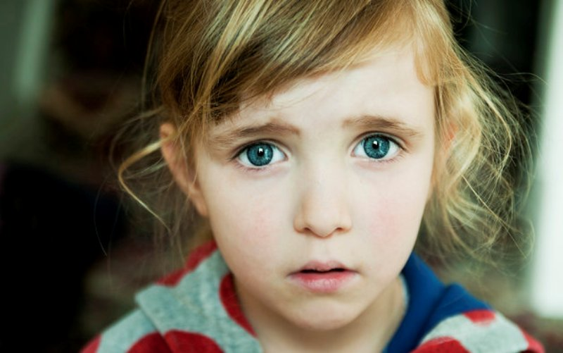 Να γιατί (πρέπει να) κάνουν πολλές ερωτήσεις στο νοσοκομείο αν χτυπήσει ένα παιδί