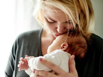 """Οι 3 """"λειτουργίες"""" της μητέρας που εξασφαλίζουν τη σωστή ανάπτυξη του μωρού"""