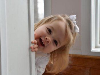 Πώς ένα μικρό που δαγκώνει ή χτυπά μπορεί να γίνει το πιο γλυκό παιδί της παρέας