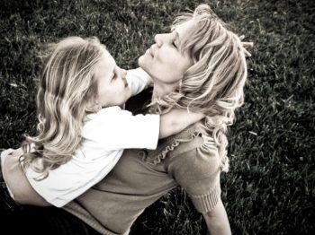 Σχέση μητέρας-κόρης: 9 συμβουλές που κάνουν τις συγκρούσεις εποικοδομητικές