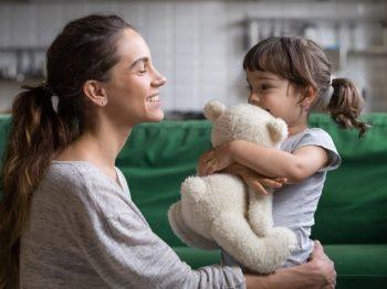 """Γιατί πρέπει να αγκαλιάζεις το παιδί, ακόμα κι αν ήταν """"το χειρότερο παιδί του κόσμου"""""""