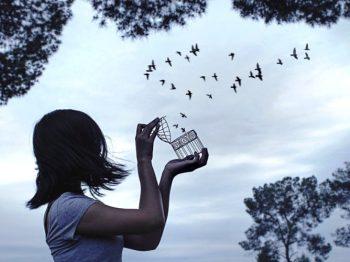 10 πράγματα που θα συμβούν όταν ξεκόψεις από ένα τοξικό μέλος της οικογένειάς σου