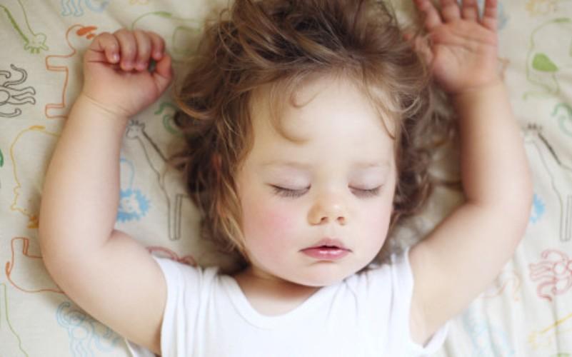 Γιατί βάζω τα παιδιά μου για ύπνο κάθε απόγευμα στις 7 μ.μ - ο κόσμος να χαλάσει