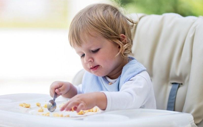 Η διατροφή του μωρού τον 1ο χρόνο: Οι αναθεωρημένες επίσημες συστάσεις από Υπουργείο Υγείας