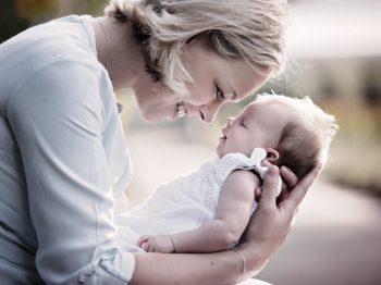 Τα 7 Β που δημιουργούν έναν ασφαλή δεσμό με το παιδί σας από την πρώτη μέρα