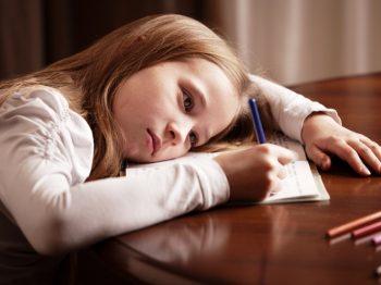Το πρωινό ξυπνητήρι πρέπει να χτυπά αργότερα για τους μαθητές σύμφωνα με έρευνες