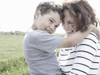 Τα 4 στοιχεία που είναι σημαντικό να εμπεριέχει η αγάπη μας για τα παιδιά μας