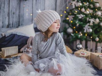 4 λόγοι που στολίζω νωρίτερα το Χριστουγεννιάτικο δέντρο με τα παιδιά μου