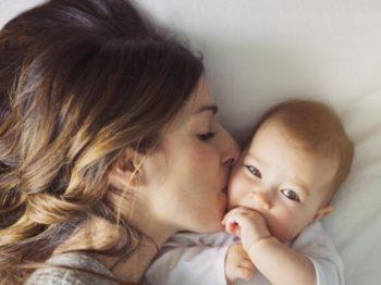 Μια νέα μητέρα χρειάζεται 6 μήνες για να συνηθίσει τον καινούριο της ρόλο
