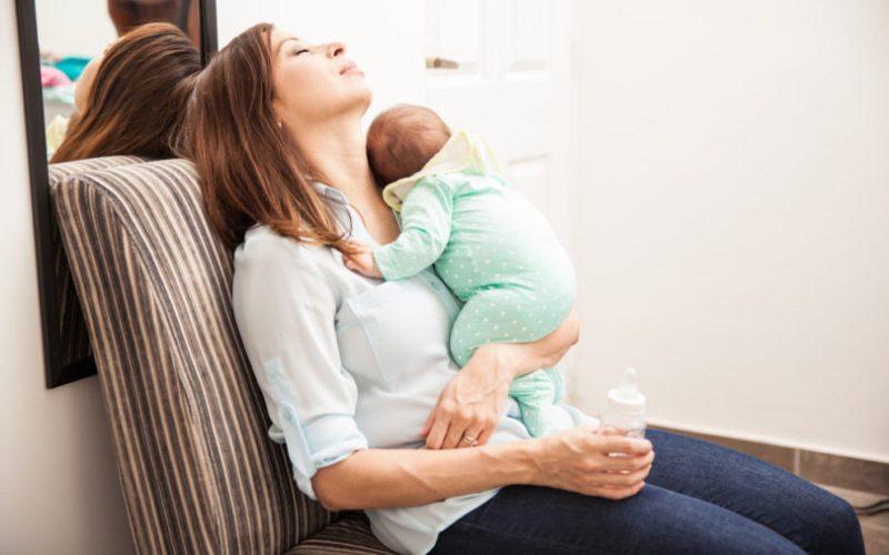 Να γιατί είσαι κουρέλι! Η μητρότητα ισοδυναμεί με 2.5 δουλειές λένε οι έρευνες