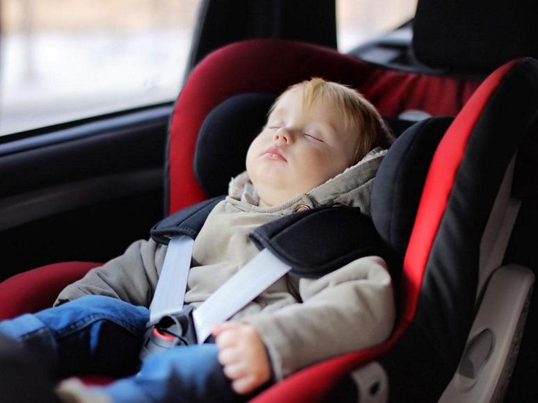 καθισματάκι του αυτοκινήτου
