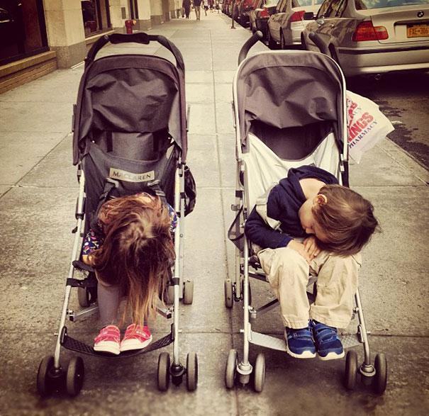 10 φωτογραφίες που αποδεικνύουν ότι μερικά παιδιά μπορούν να κοιμηθούν οπουδήποτε!