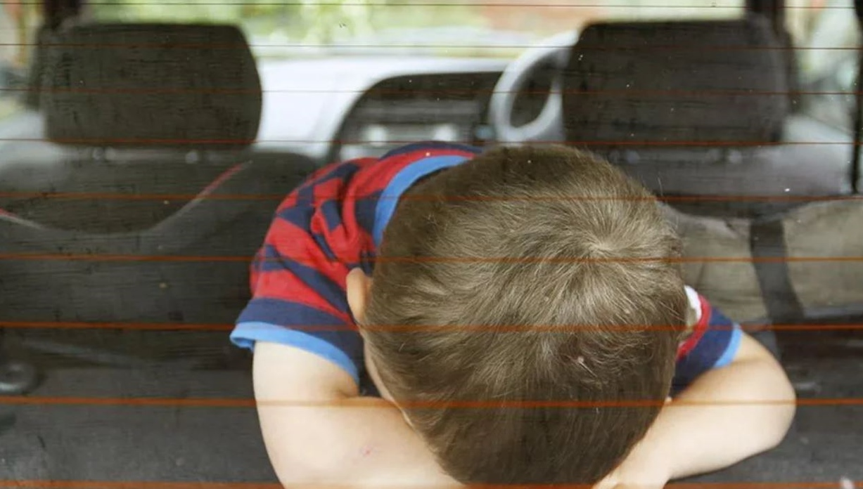 Κάλυμνος: Κλείδωσε το παιδί της στο αυτοκίνητο μέσα στη ζέστη - Περαστικοί έσπασαν το τζάμι για να το σώσουν