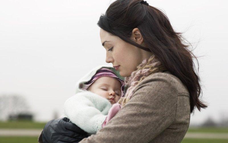 H σωματική επαφή μας με το μωρό, το ωφελεί ακόμα και 20 χρόνια αργότερα
