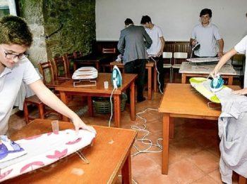 Ισπανικό σχολείο οργάνωσε μαθήματα οικοκυρικών μόνο για αγόρια