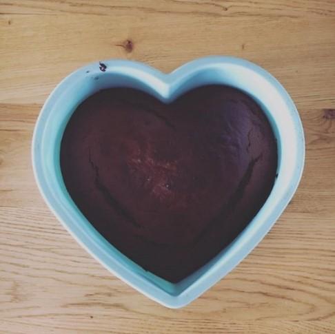 5 συνταγές για υγιεινά κέικ | Με χαρούπι, κουρκουμά, κακάο, λιναρόσπορο ακόμα και παντζάρι!
