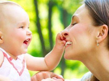 Τα μωρά μας χαμογελούν για να τους χαμογελάσουμε κι εμείς