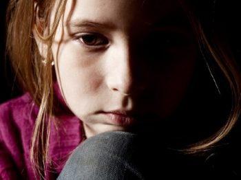 """Γιατί με το να ρωτάς ένα παιδί """"γιατί αισθάνεσαι έτσι;"""", χειροτερεύεις το πρόβλημα"""