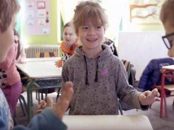 Μαθητές στα Χανιά μαθαίνουν νοηματική για να επικοινωνούν με την συμμαθήτριά τους