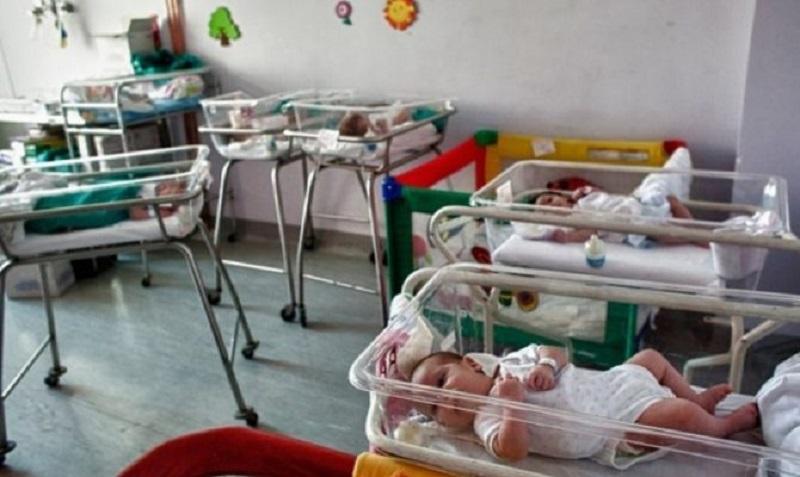 Όσοι μπορούν, να δώσουν μια αγκαλιά στα μωράκια που έχουν εγκαταλείψει στο μαιευτήριο «Έλενας Βενιζέλου»