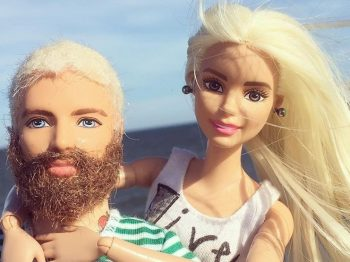 """""""Εσύ είσαι άντρας, δεν θα πάρεις την barbie"""" - Η διήγηση ενός πατέρα από ένα κατάστημα παιχνιδιών"""
