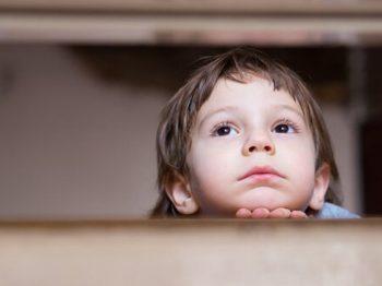 χαστούκια από γονείς σε παιδιά