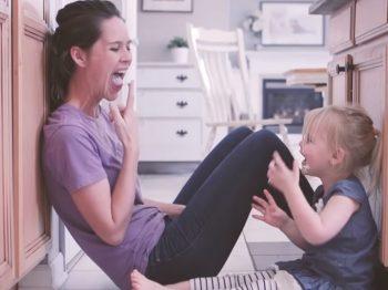 Πώς κάθε μαμά φτιάχνει μαγικές αναμνήσεις για τα παιδιά της, χωρίς να το ξέρει - ένα υπέροχο βίντεο