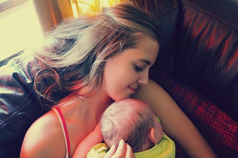 Όσο περισσότερο αγκαλιάζουμε ένα μωρό