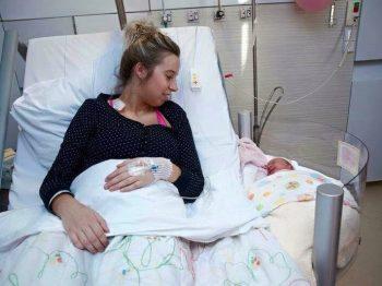 Ένα καταπληκτικό κρεβάτι για τη μαμά και το μωρό - Γιατί, όμως, δεν το βλέπουμε στα μαιευτήρια;