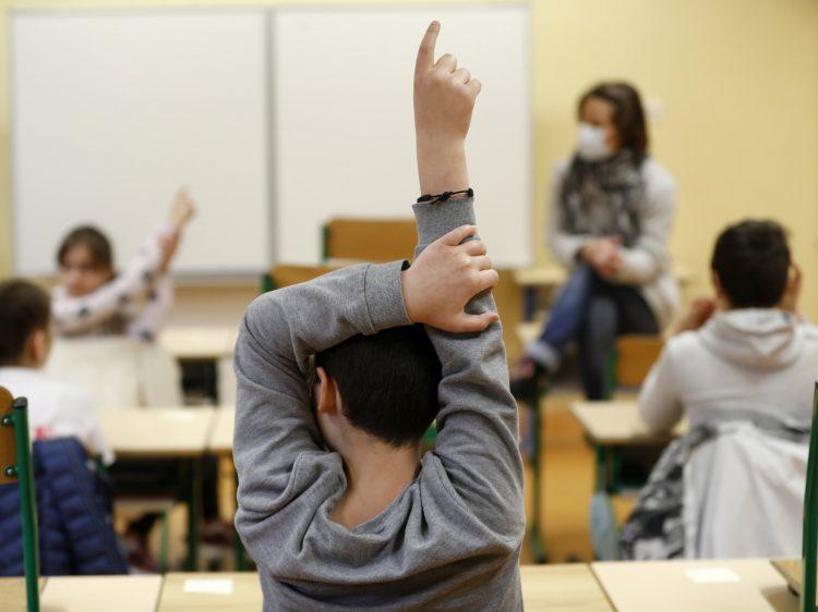 κρούσματα σε σχολεία